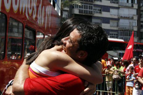 Antonio Notario, abrazo por el ascenso