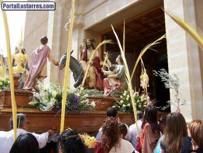 ENTRADA DE LA PROCESI�?N DE LAS PALMAS AL TEMPLO PARROQUIAL