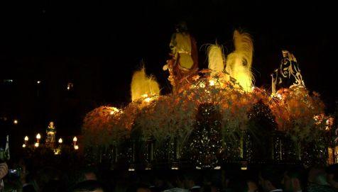 Encuentro en la Plaza de Espa�a de Lorca de San Juan Evangelista, Santa Mujer Ver�nica y Sant�simo cristo del Rescate. Paso Blanco