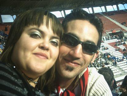 Victoria y Juan Emilio en las gradas de NUEVA CONDOMINA