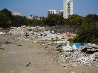 Vertedero ilegal de basura en vivero de La Manga (Murcia)