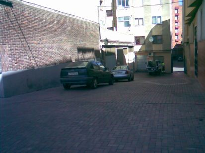 Estacionamientos en plaza peatonal del Depósito del Sol