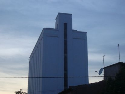 UN SILO DE CEREALES DE HELLN QUE IBA A SER UN GIMNASIO SPA MUNICIPAL GENIAL