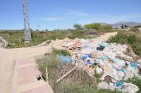 Escombros y basura en Alquerías (Murcia)