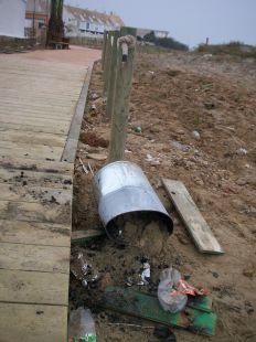Destrucci�n en la playa de las Amoladeras