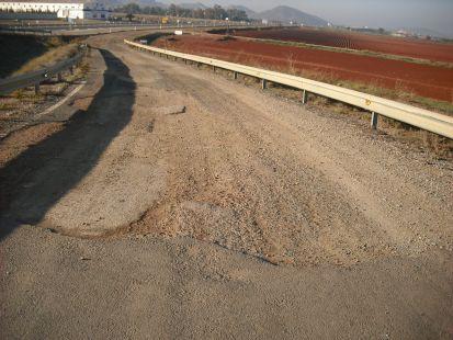Caminos de servicio impracticables (Autov�a de La Manga)
