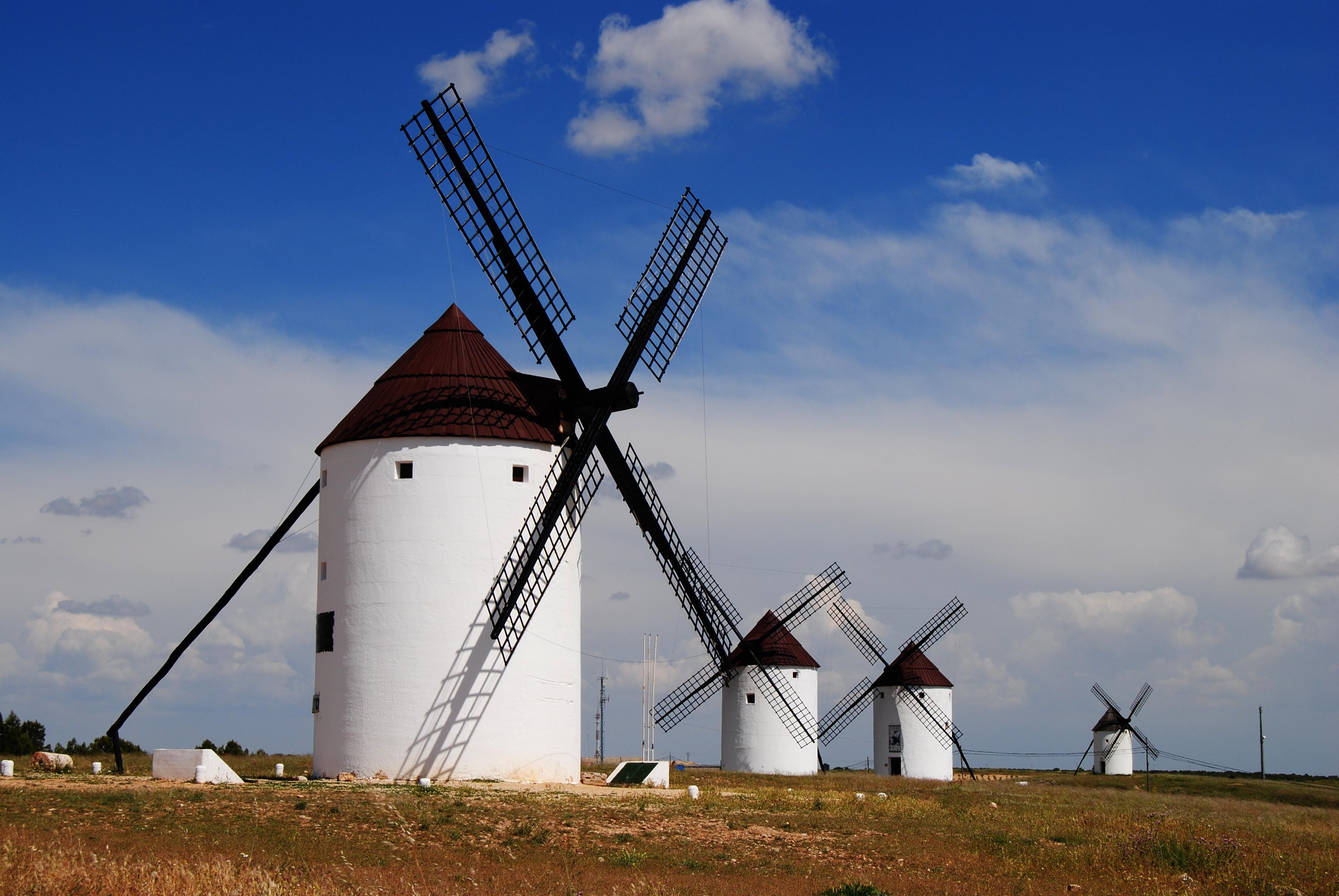 Molinos de mota del cuervo fotos de concurso la foto del for Piscina molino de viento y sombrilla