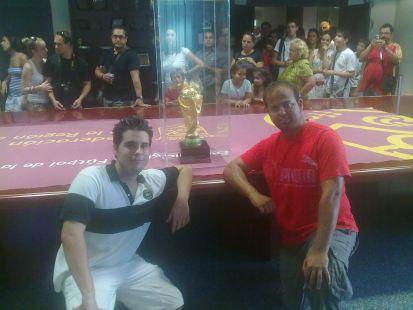 Pedro y Pepe con la Copa