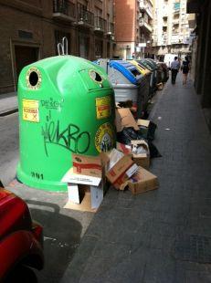Basuras durante el d�a, en calle Enrique Villar (junto paseo Alfonso X)