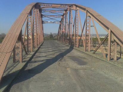 MAL ESTADO DEL ASFALTO (Puente Viejo de Alquer�as)