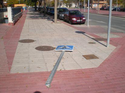 Se�al de tr�fico en el suelo en Ronda Sur