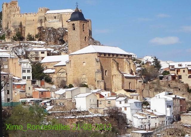 Castillo e iglesia de Yeste