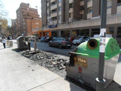 Contenedores quemados junto al IES Infante Juan Manuel