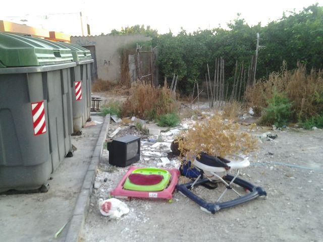Siguen las basuras en Llano de Brujas