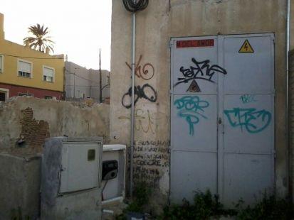 Cuadro de luces sin protecci�n (entrada a La Arboleja)