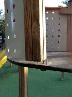 Peligrosos clavos en parque de la Lonja