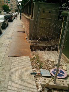 Zanja peligrosa junto a los institutos Ibáñez Martín y Ros Giner de Lorca