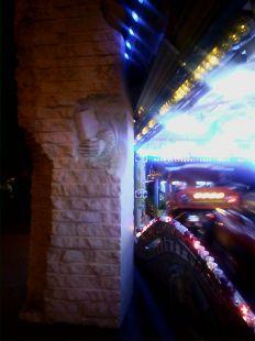 Atracci�n de feria en el monumento a San Isidoro